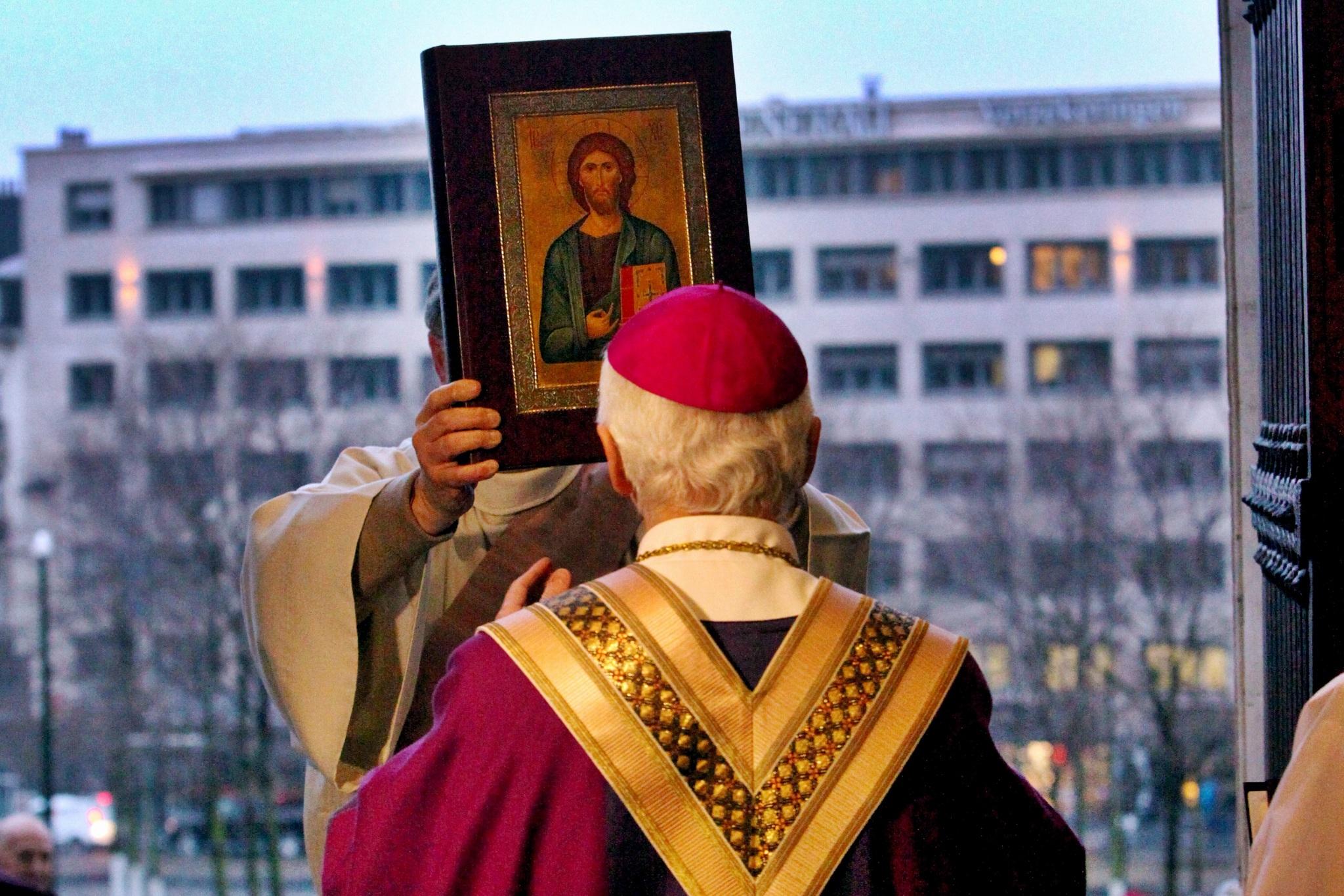 Le 13/12/2015 - Echos de l'ouverture de la porte sainte à la cathédrale des Sts Michel et Gudule